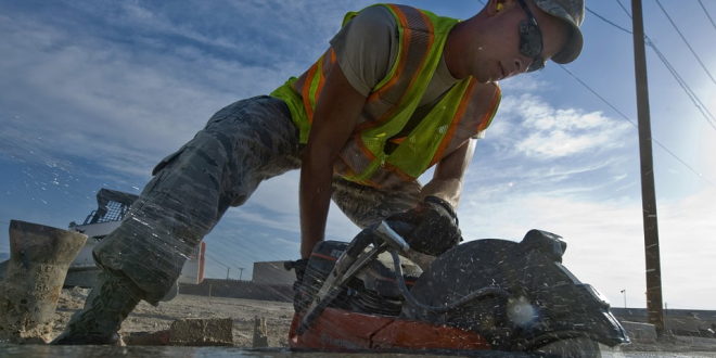 Zájem o pronájem stavebních strojů roste